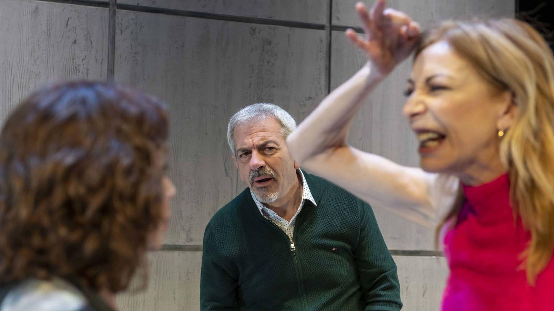 Carlos Sobera, con Elisa Matilla y Neus Asensi en la obra. (Foto: Pentación)