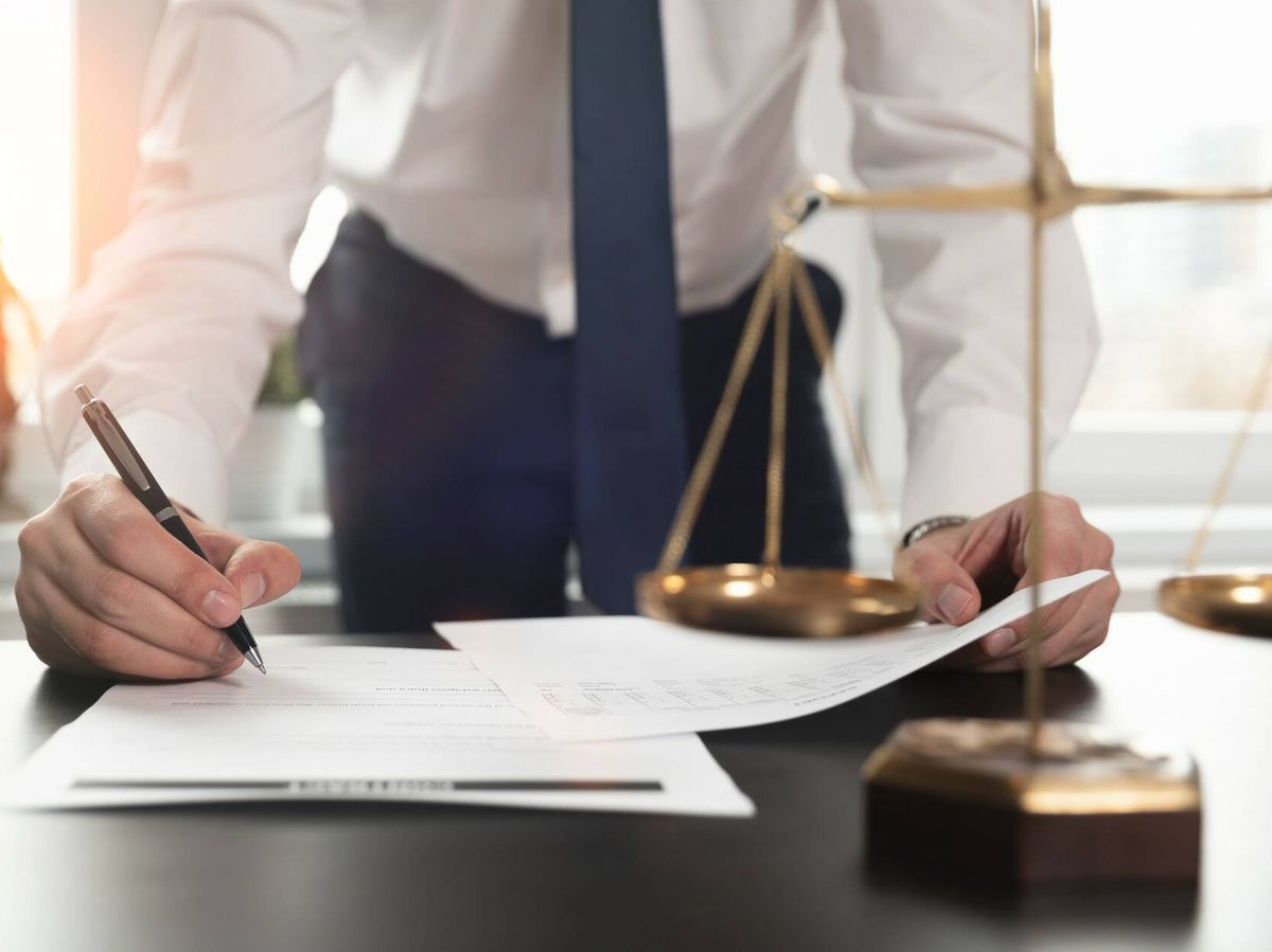Foto: Fotografía de archivo de un abogado. (iStock)
