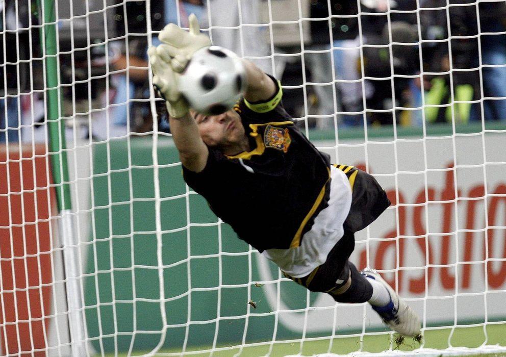 Foto: Casillas detiene un penalti ante Italia en la Eurocopa de 2008.
