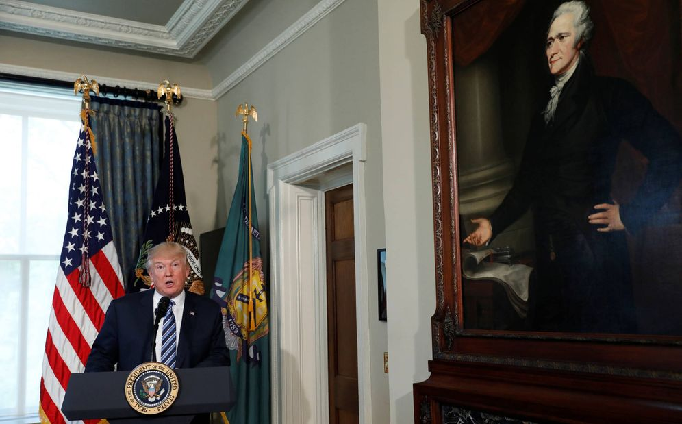 Foto: El presidente de EEUU, Donald Trump, durante un acto en el Departamento del Tesoro, en Washington. (Reuters)