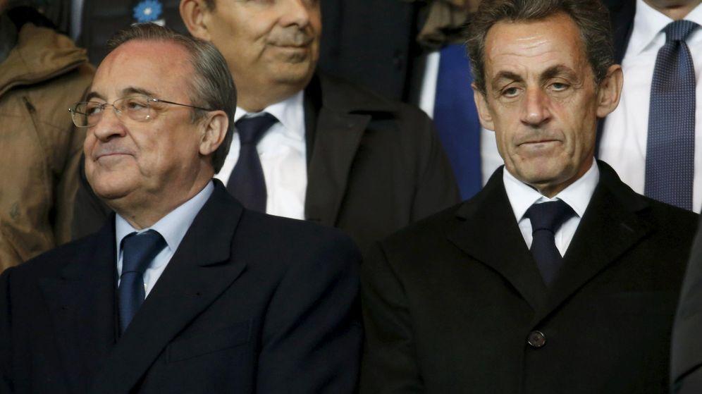 Foto: Florentino Pérez y Nicolas Sarkozy en un partido entre el Real Madrid y el PSG en el Bernabéu. (Efe)