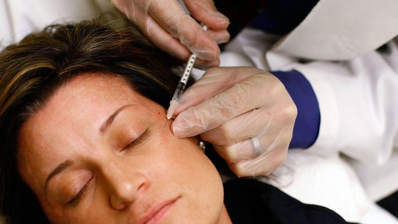 Paciente recibiendo una inyección de bótox. (Getty)