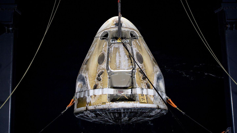 La SpaceX Crew Dragon Resilience después de la reentrada de su última misión. Será revisada para volver a utilizarla en 2022.
