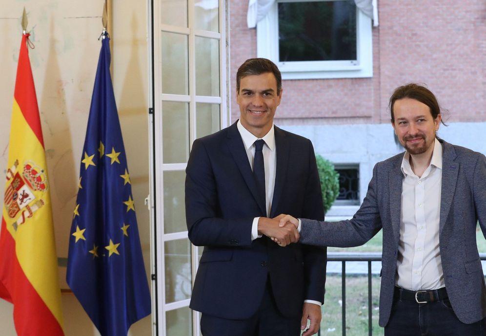 Foto: Pedro Sánchez y Pablo Iglesias sellan su acuerdo presupuestario para 2019, este 11 de octubre en La Moncloa. (EFE)