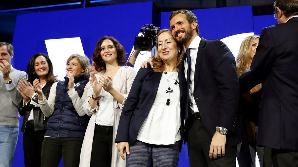 Foto:  La diputada popular y exministra de Fomento Ana Pastor (c) y el líder del PP, Pablo Casado (d). (EFE)