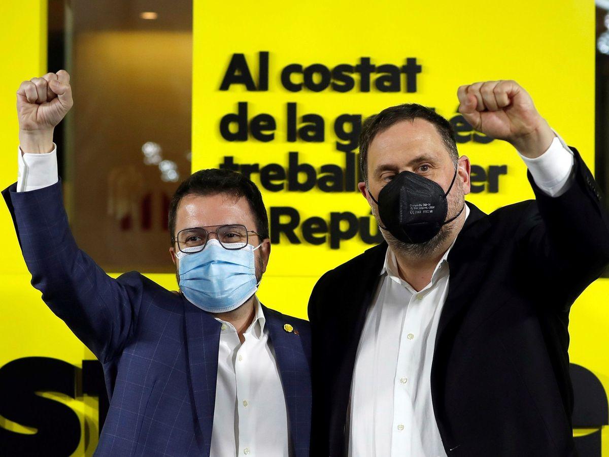 Foto: El presidente de la Generalitat, Pere Aragonès (i), y el presidente de ERC, Oriol Junqueras. (EFE)