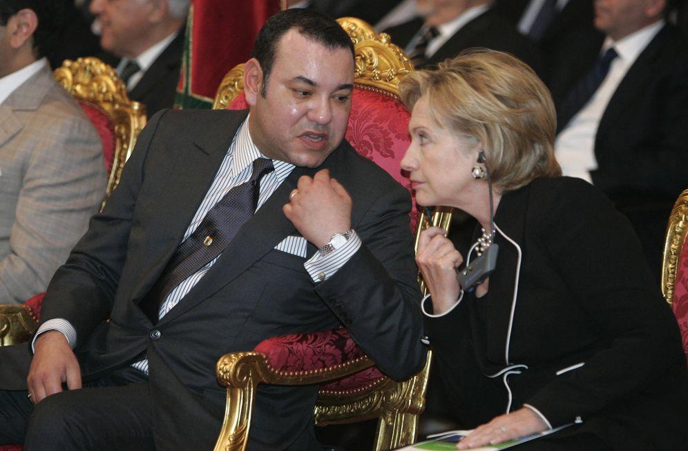 Foto: Mohamed VI conversa con Hillary Clinton durante la presentación de un proyecto energético en Ouarzazate, en noviembre de 2009 (Reuters).