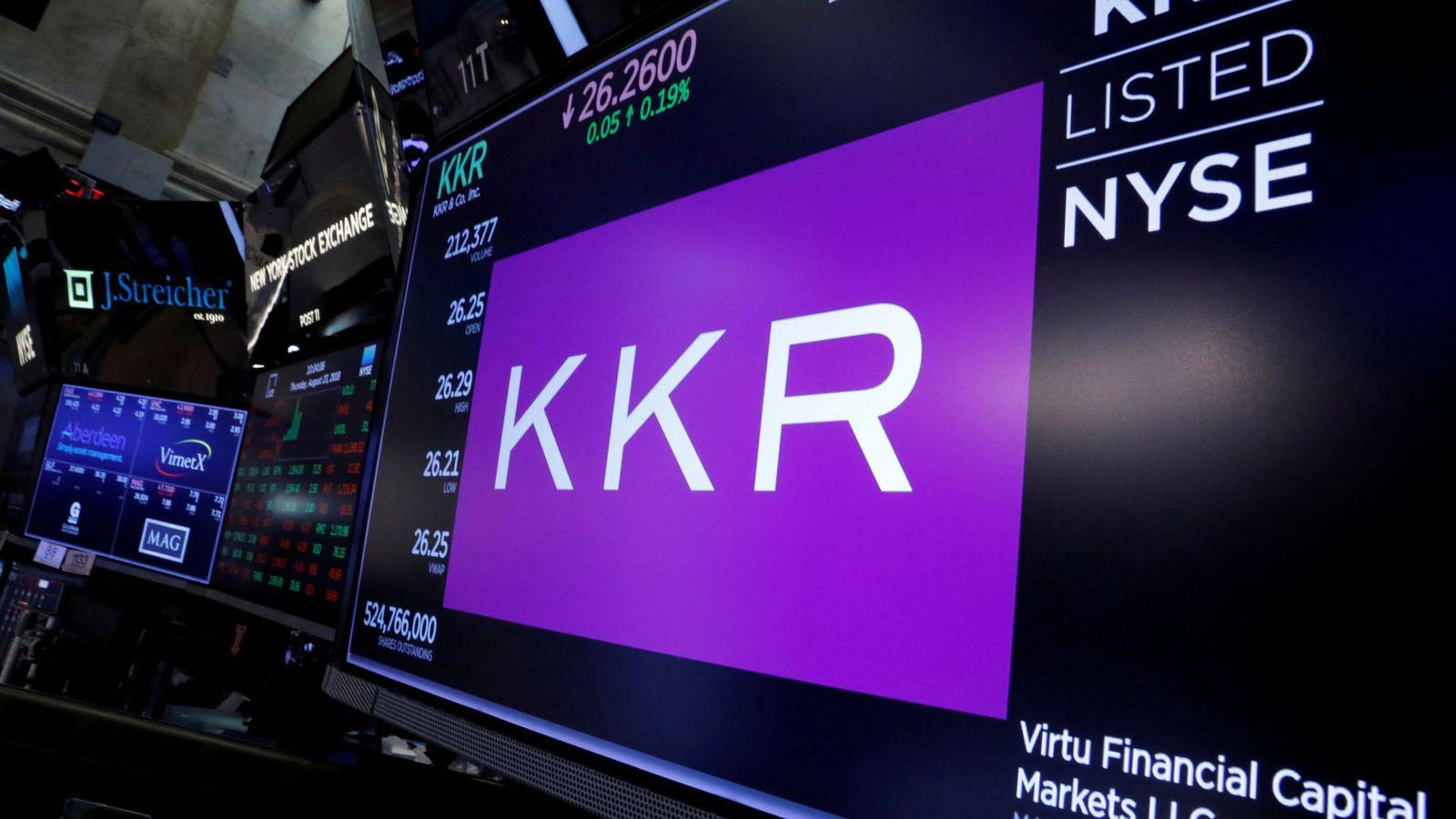 Foto: Logo de KKR en Wall Street. (Reuters)