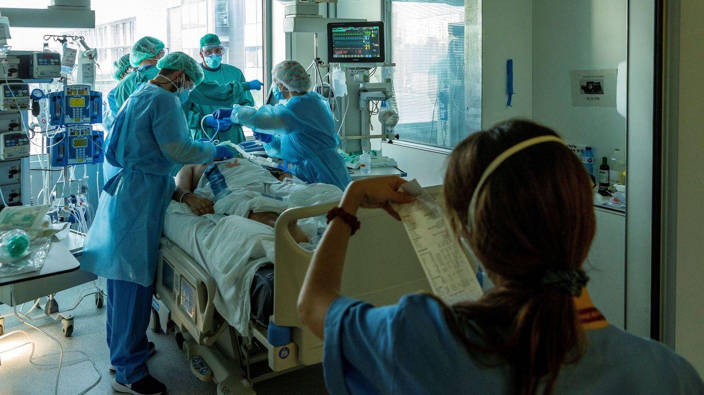 Los contagios y la presión hospitalaria dejan a las CCAA sin margen de maniobra