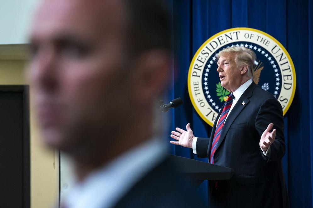 Foto: El presidente de los Estados Unidos, Donald J. Trump (d), habla en la Conferencia del Día de Liderazgo del Estado de la Casa Blanca. (EFE)