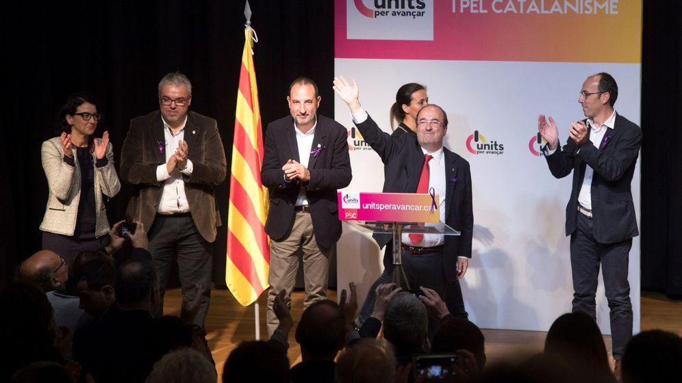 Foto: Miquel Iceta y Ramon Espadaler explican a los afiliados de Units per Avançar su alianza electoral. (EFE)