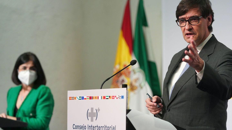 Salvador Illa y Carolina Darias, en una rueda de prensa en Sevilla este mes de enero. (EFE)