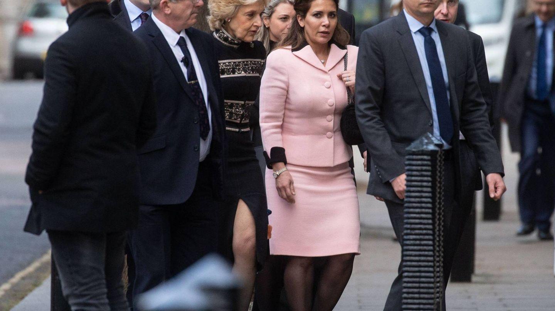 Haya, rodeada de su séquito en el Alto Tribunal de Londres. (Cordon Press)