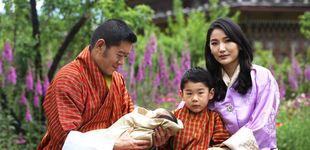Post de Los reyes de Bután presentan a su segundo hijo en 5 fotografías muy reveladoras