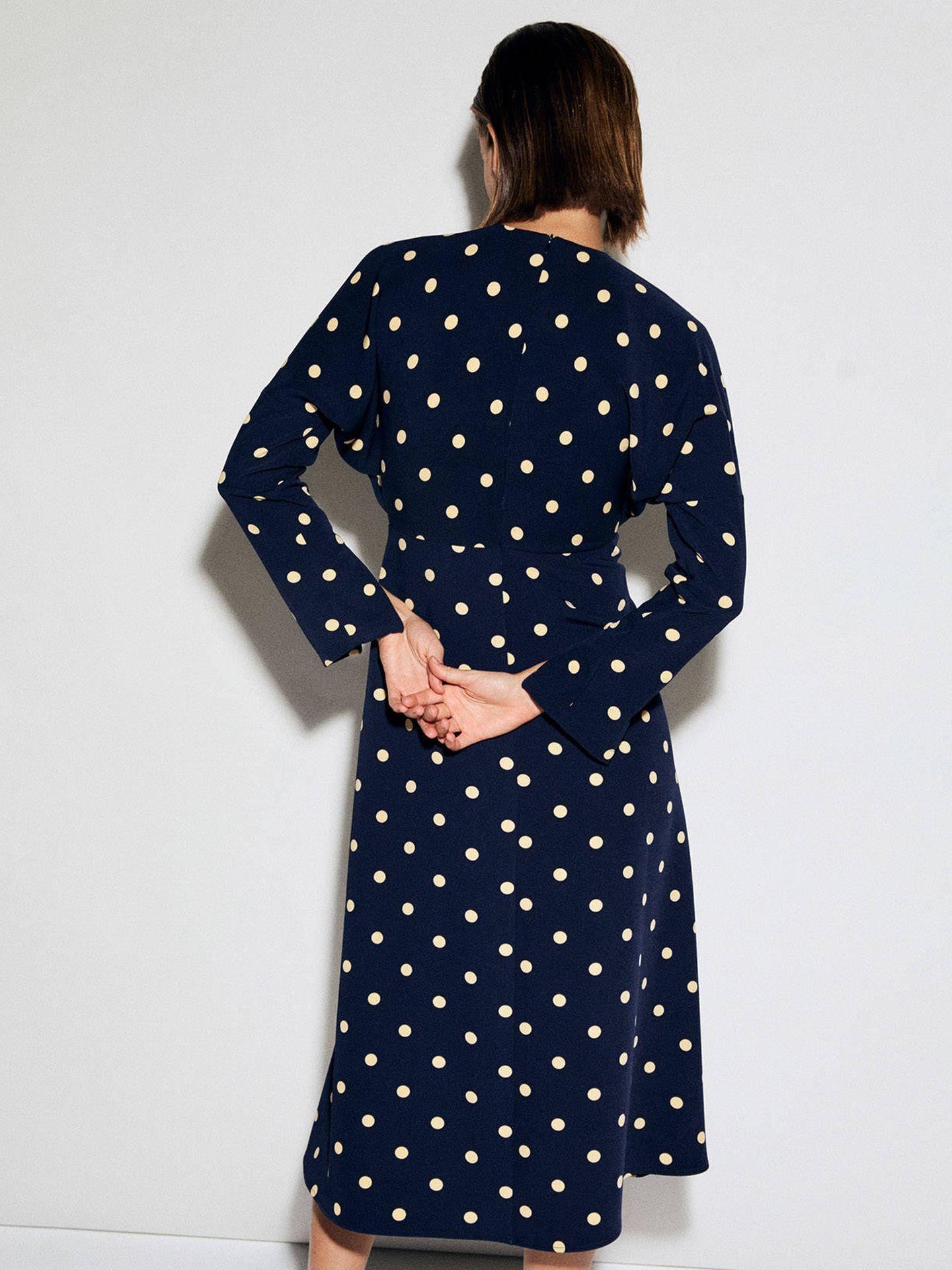 Vestido de lunares de la nueva colección de Sfera. (Cortesía)
