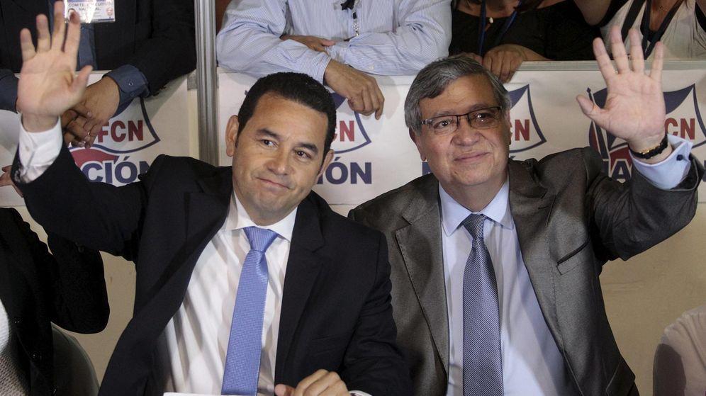 Foto: A la izquierda, el nuevo presidente de Guatemala, Jimmy Morales. (Reuters)