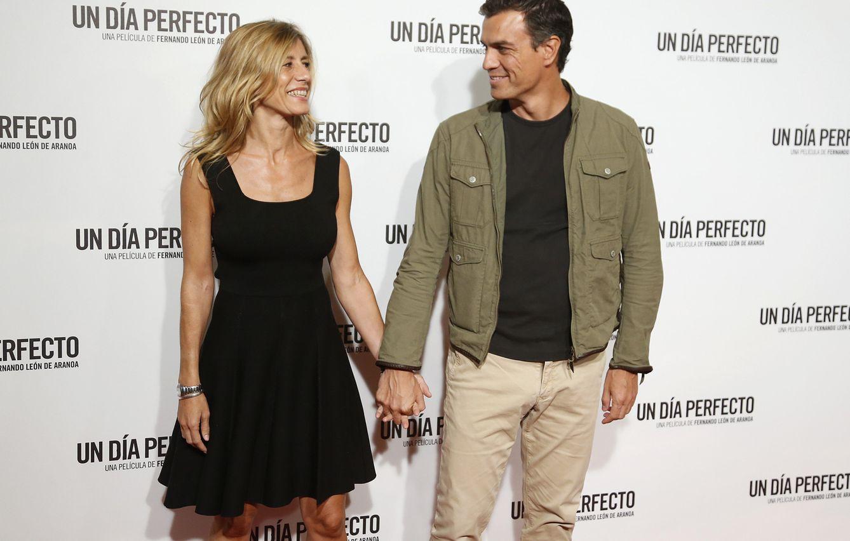 Pedro Sánchez (junto a su esposa Begoña), un político de 'photocall'