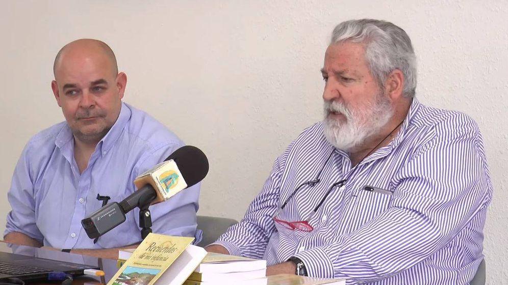 Foto: El escritor Perejil Delay, en la presentación de su libro. (Youtube)