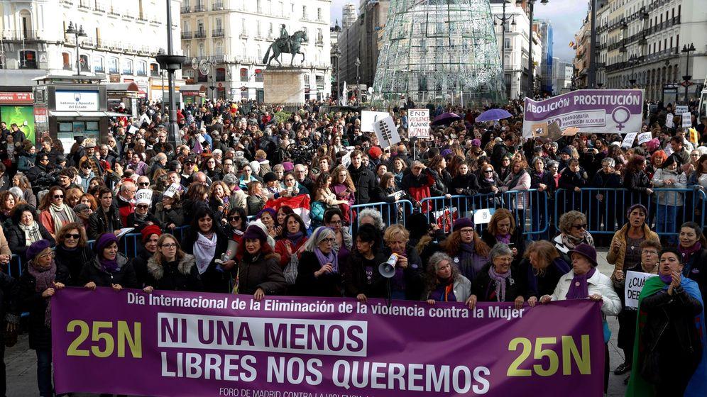 Foto: Manifestcación contra la violencia sobre la mujer en el día internacional (Efe)