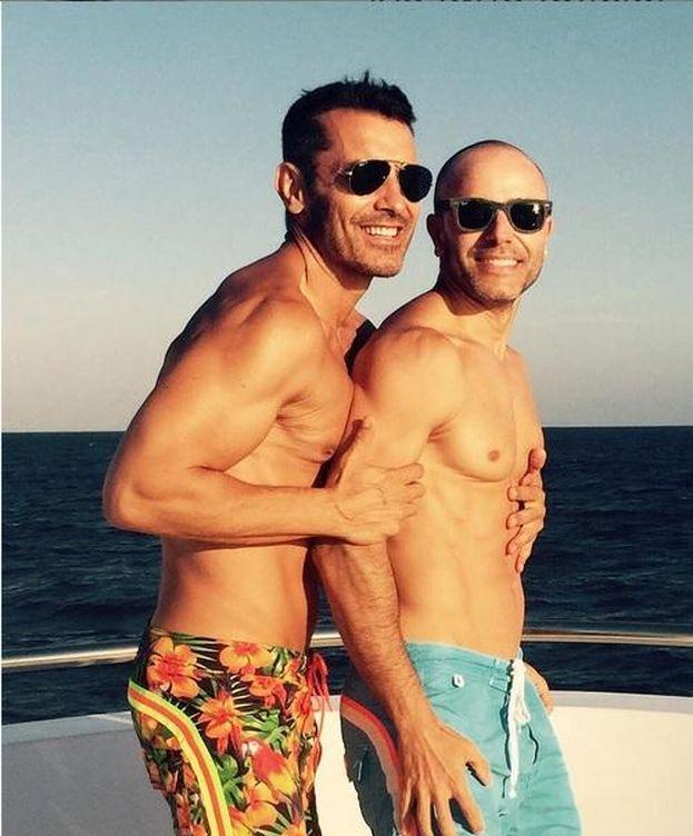 Foto: Jesús Váquez junto a su marido (Instagram)