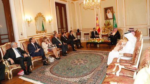 Arabia Saudí: polémica con la minifalda de la secretaria de Comercio española