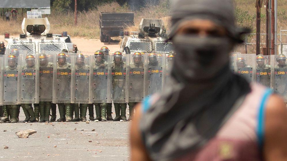 Foto: Protestas en la frontera entre Brasil y Venezuela. (EFE)
