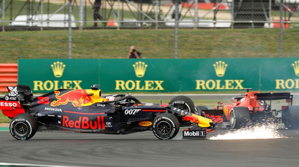 Foto: Vettel se llevó por delante a Verstappen en Silverstone. (Reuters)