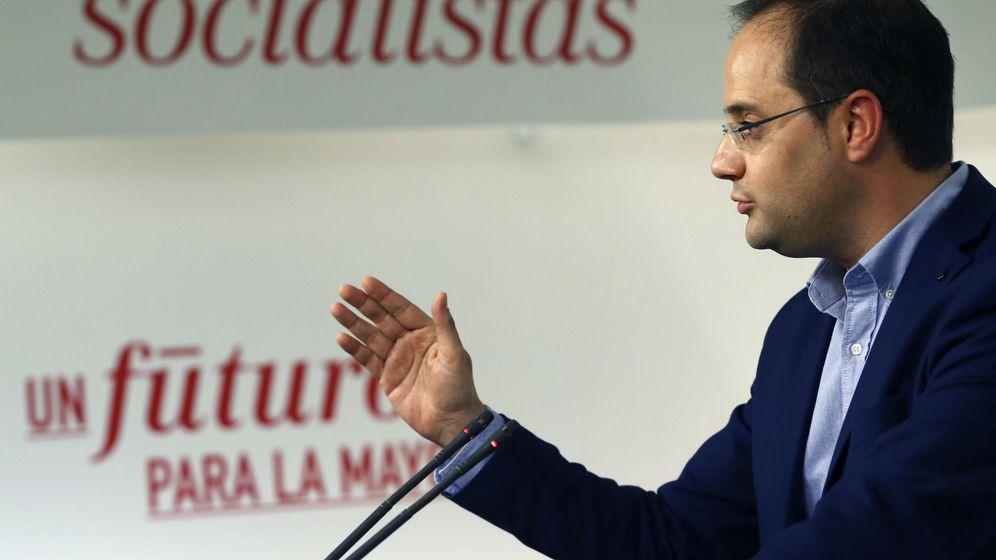 Foto: El secretario de Organización del PSOE, César Luena, en rueda de prensa en Ferraz, este 29 de diciembre. (EFE)