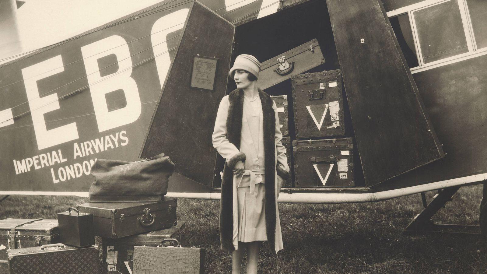 Foto: 'El viaje en avión', una fotografía de Therese Bonney. (Cortesía Louis Vuitton)