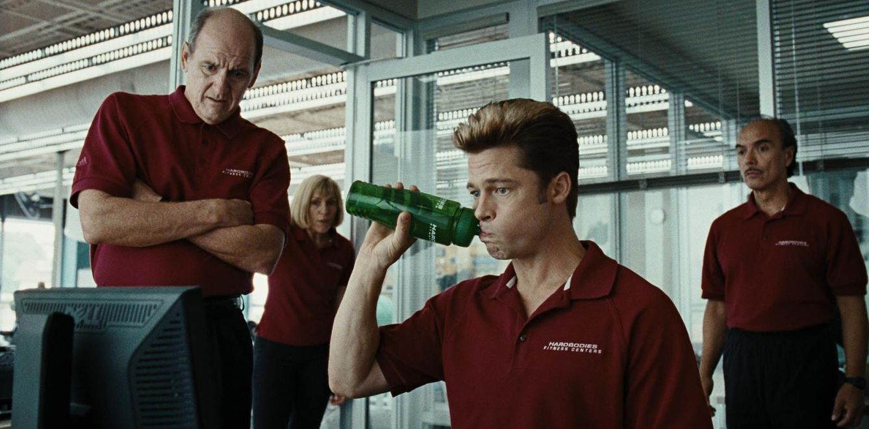 Foto: Brad Pitt en un fotograma de la película 'Quemar después de leer' en 2008