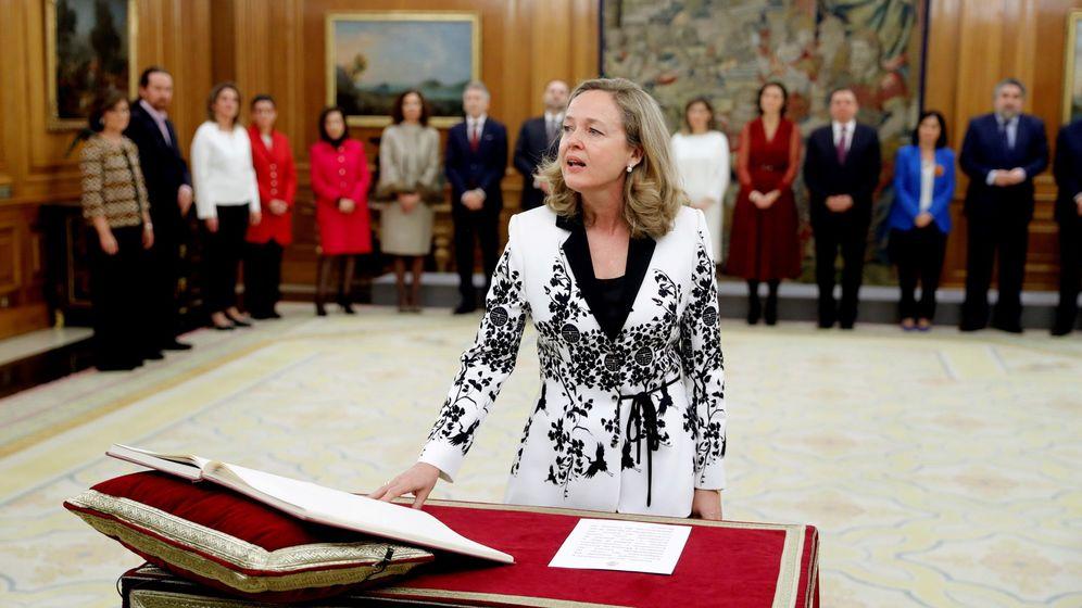 Foto: La vicepresidenta económica, Nadia Calviño, durante su jura del cargo. (EFE)
