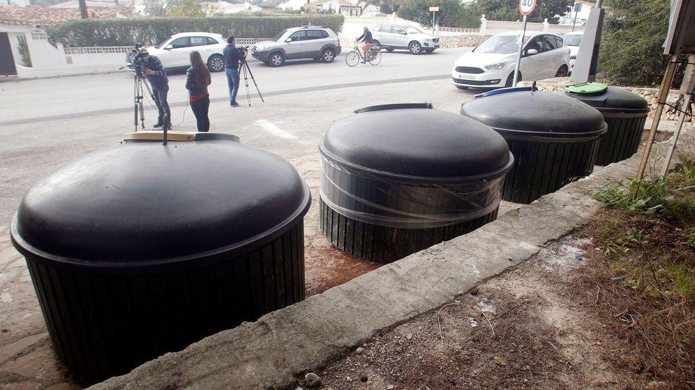 Foto: Zona de contenedores soterrados de la calle Móstoles de Moraira. (EFE)