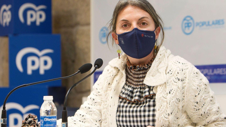 La delegada de la Xunta en Pontevedra, Luisa Piñeiro, durante la rueda de prensa en la que renunció a sus cargos tras la sentencia del TSJG. (Efe)