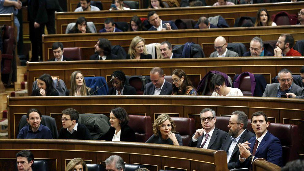 Rivera debuta compartiendo bancada con Iglesias y sin saludar a Rajoy
