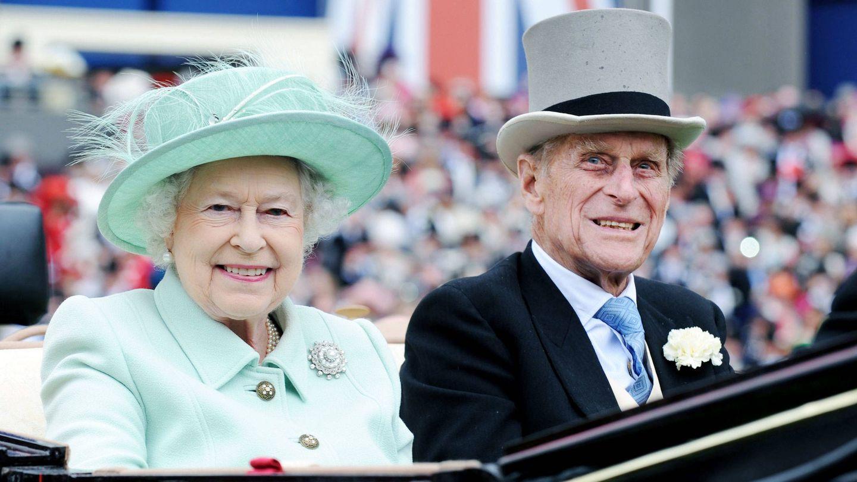 Isabel II y el duque de Edimburgo. (Getty)