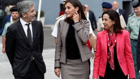 La reina Letizia elige su traje y sus pendientes favoritos en su último acto