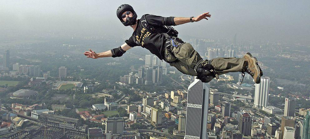 Foto: Los hombres corren más riesgos innecesarios que las mujeres, según el British Medical Journal (EFE)