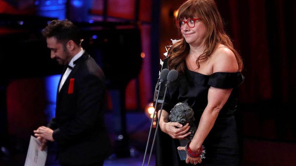 Foto: La realizadora Isabel Coixet, tras recibir el premio a la mejor dirección por su trabajo 'La librería', durante la 32 edición de los Premios Goya. (EFE)