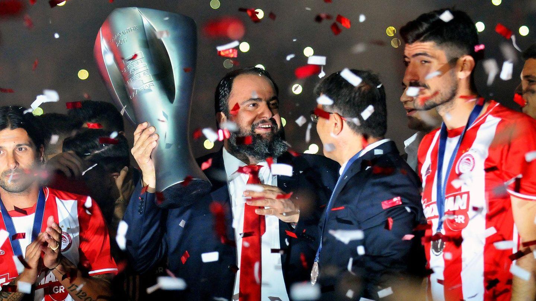 Evangelos Marinakis, presidente del Olympiakos, durante una ceremonia en el Estadio Karaiskaki, en Atenas. (Reuters)