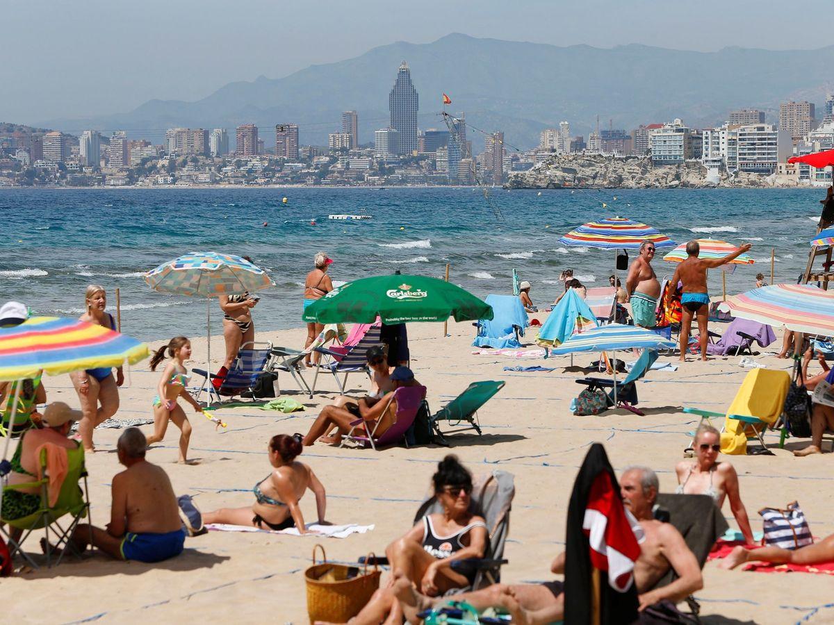 Foto: El fin del estado de alarma y el inicio del verano impulsaron el PIB. (EFE)