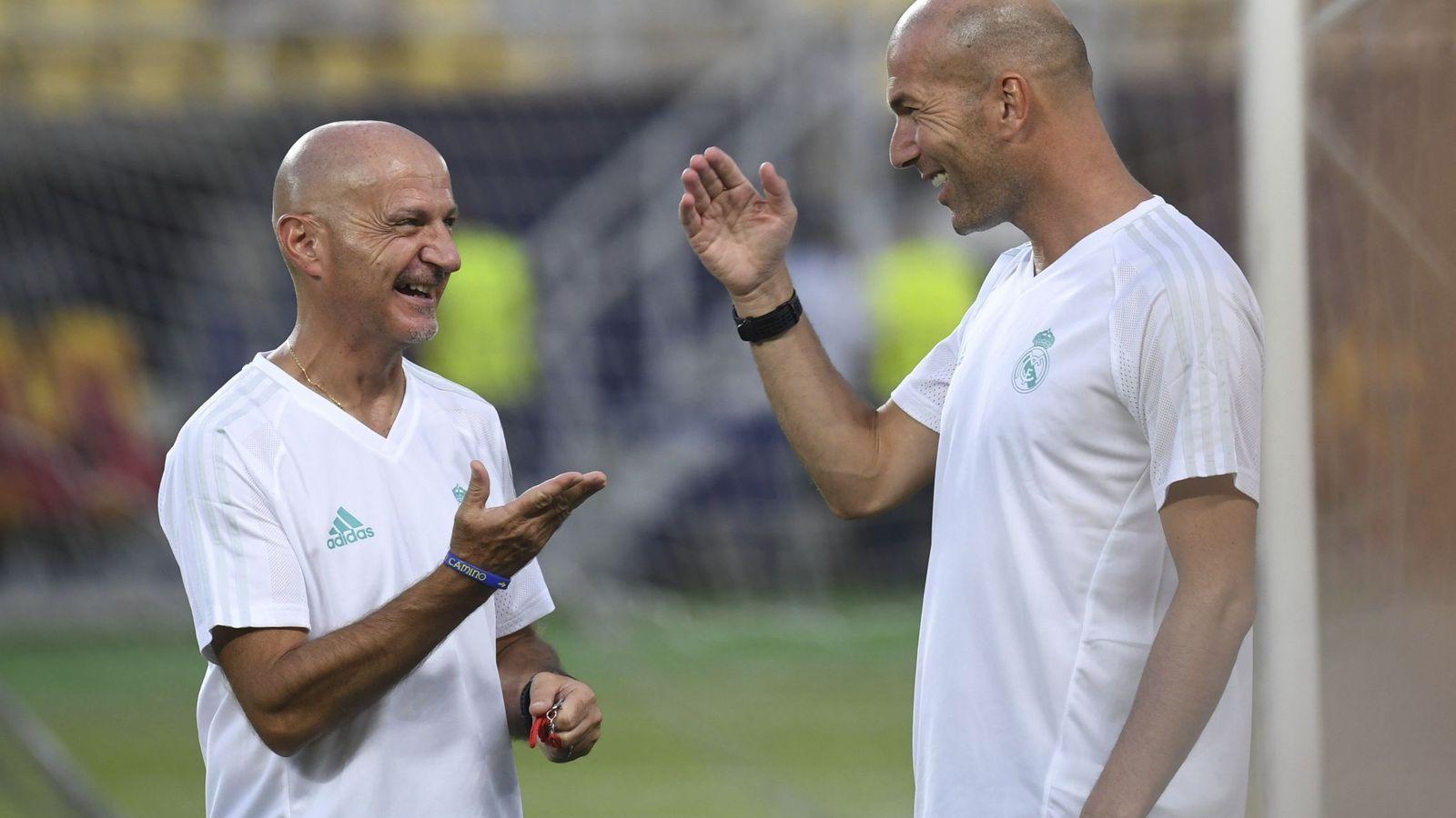 Foto: El entrenador del Real Madrid, Zinedine Zidane (d), y el preparador físico, Antonio Pintus (i), durante un entrenamiento en esta pretemporada. (EFE)