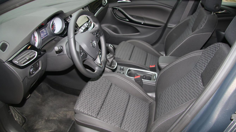 Opel opel astra coche del a o en europa fotogaler as de for Picor en el interior del ano