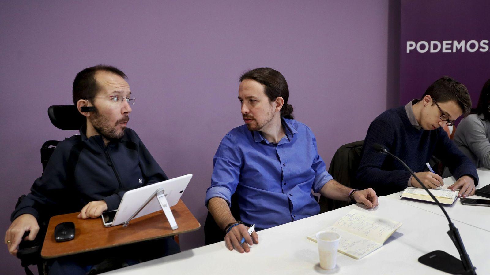 Foto: Pablo Echenique, Pablo Iglesias e Íñigo Errejón durante el inicio del Consejo Ciudadano Estatal de Podemos este sábado. (EFE)