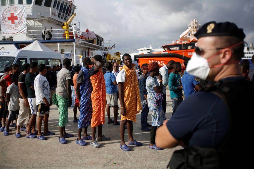 Foto: Migrantes desembarcan en el puerto siciliano de Augusta, Italia. (Reuters)