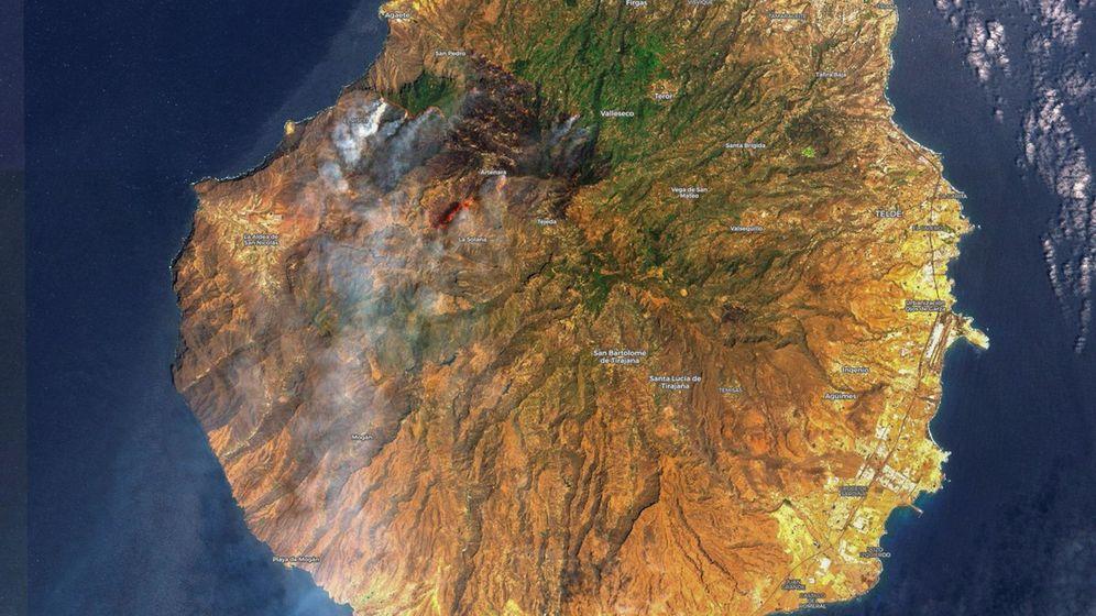 Foto: Imagen tomada por satélite de la isla de Gran Canaria donde se pueden observar las dimensiones del incendio forestal de la isla. (EFE)