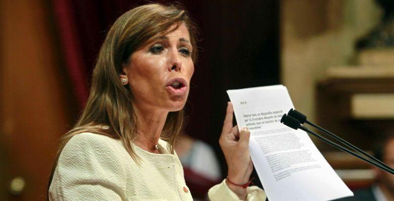 La líder del PPC, Alicia Sánchez-Camacho, durante su intervención. (EFE)