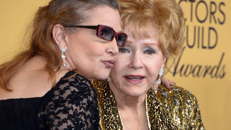 La actriz Debbie Reynolds con su hija Carrie Fisher (EFE)