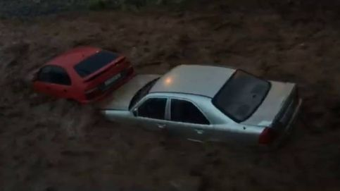 ¿Cómo escapar de su coche si le arrastra la riada?