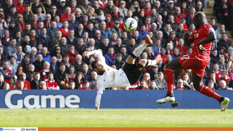 Foto: El espectacular remate de Mata que acabó en gol (Cordon Press).