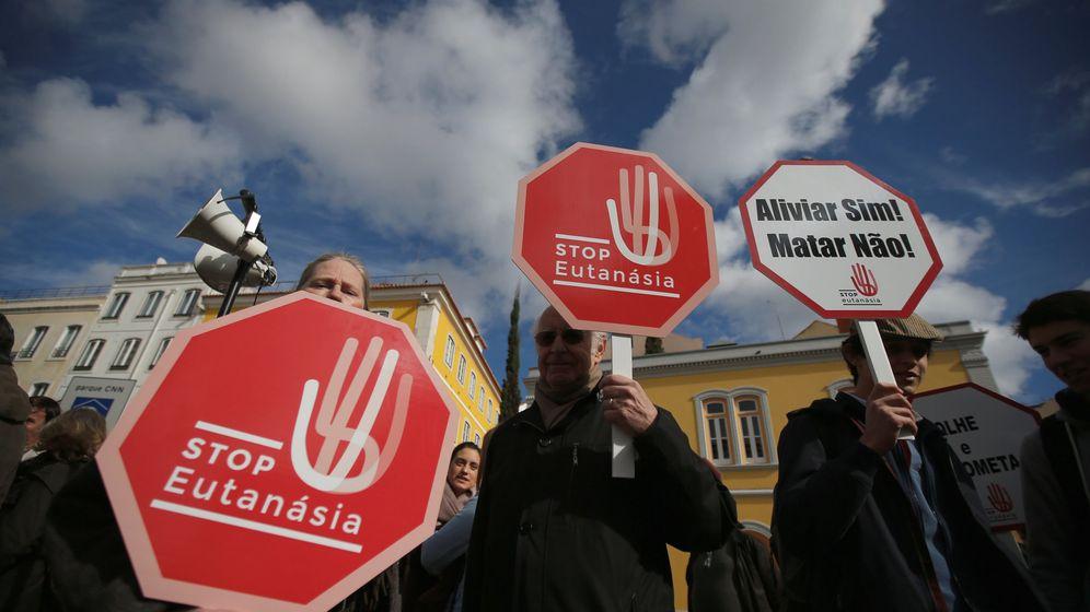 Foto: Manifestantes contra la eutanasia en Lisboa, Portugal   Reuters